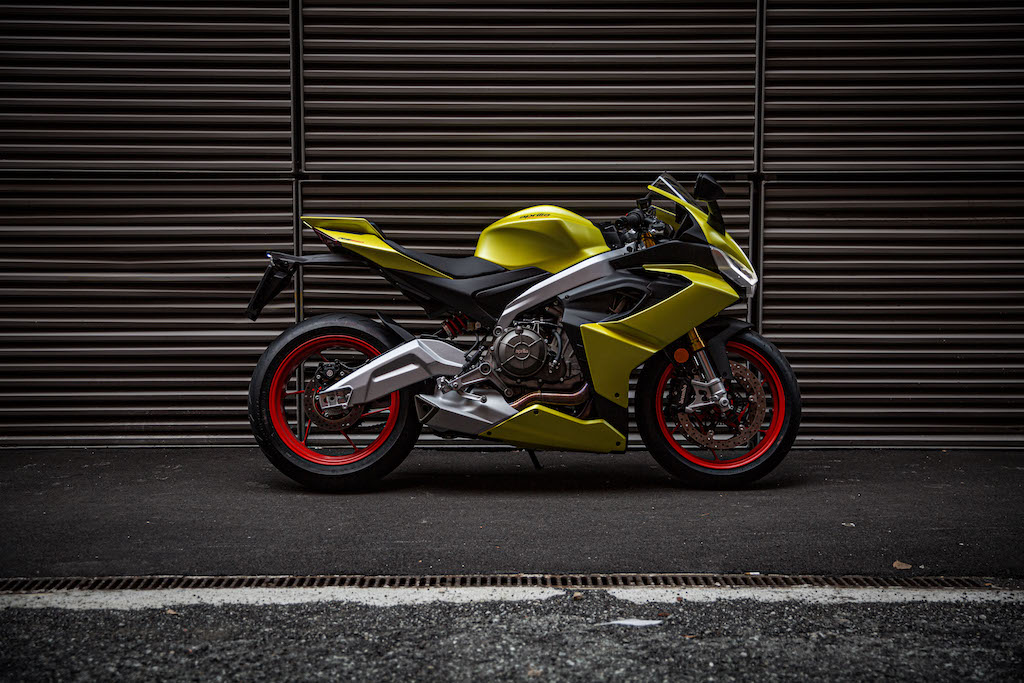 2021-aprilia-rs-660-acid-gold-profile