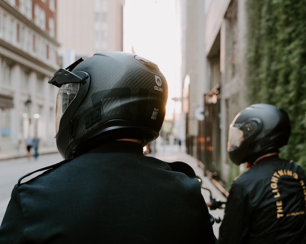 Quest modular helmet street scene