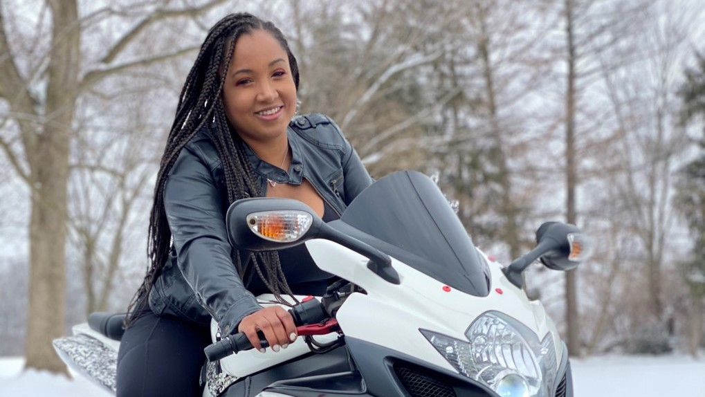 featured rider yasmina davis