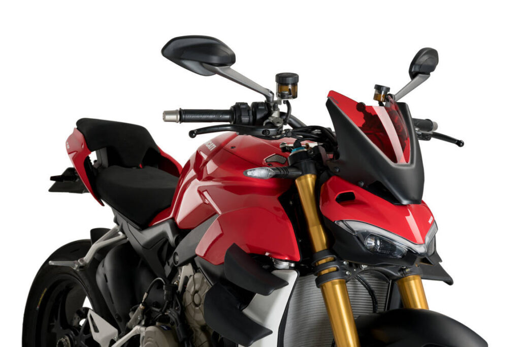 The Puig Sport windshield designed specifically for the new Ducati Streetfighter V4 and V4 S perfectly aligns with its radical aesthetics, with sharp and aerodynamic shapes. Like the motorcycle itself, the windshield simulates two pieces by playing with the contrast between the screen, which is matt black, and the central part made of 3mm methacrylate (high resistance to possible impacts and provides a great aerodynamic capacity). This material is finished in a glossy tone, is available in clear, light smoked, dark smoked, and glossy black or red.