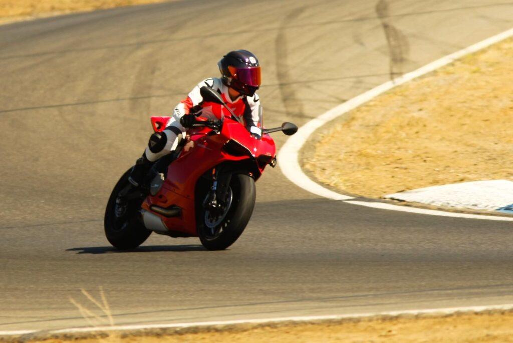 feature4d rider ana sanakina