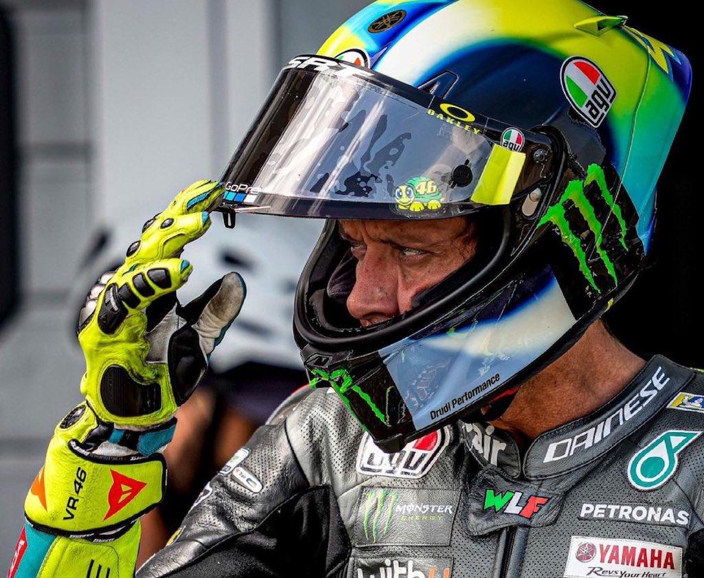 Valentino Rossi retires